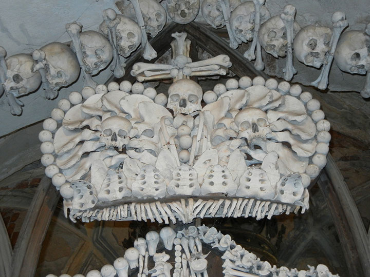 Top 14 Creepy Monuments Erected With Human Bones And Skulls-4