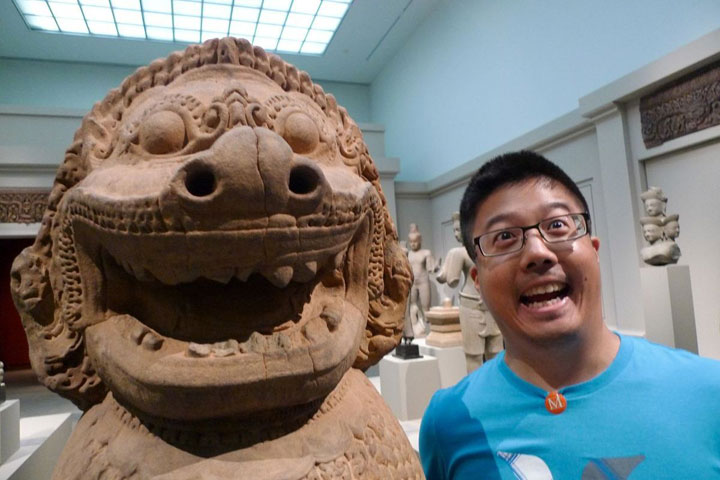 22 People Caught Having Fun In The Museum-