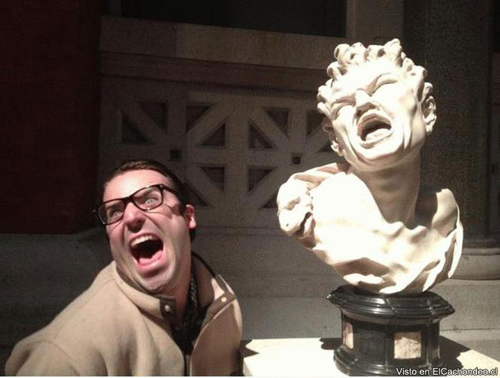 22 People Caught Having Fun In The Museum-3