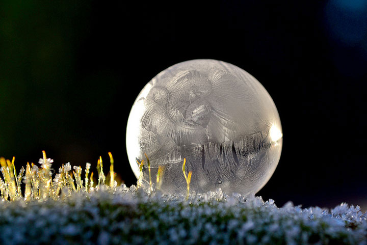 Soap Bubbles Crystallize Into Wonderful Shapes In The Cold Winter-13