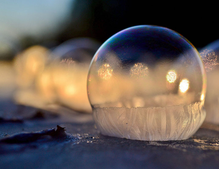 Soap Bubbles Crystallize Into Wonderful Shapes In The Cold Winter-2