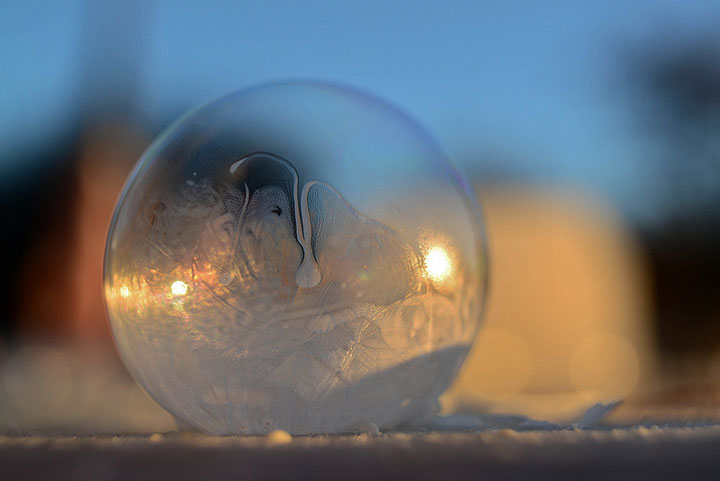 Soap Bubbles Crystallize Into Wonderful Shapes In The Cold Winter-4