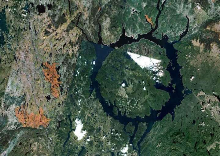 Manicouagan crater, Canada-The Top 15 Most Impressive/strange Craters On the surface of Earth-9