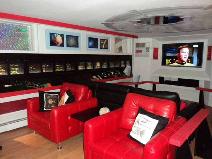 A Fan Of Star Trek Spends $30,000 Transform Her Apartment Into A Star Trek Ship-9