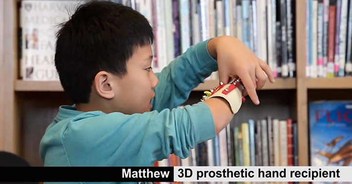 An American High School Student Makes A 3D printed Prosthetic Hand For A 9 years Old Boy-1