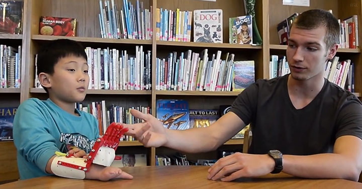 An American High School Student Makes A 3D printed Prosthetic Hand For A 9 years Old Boy-2