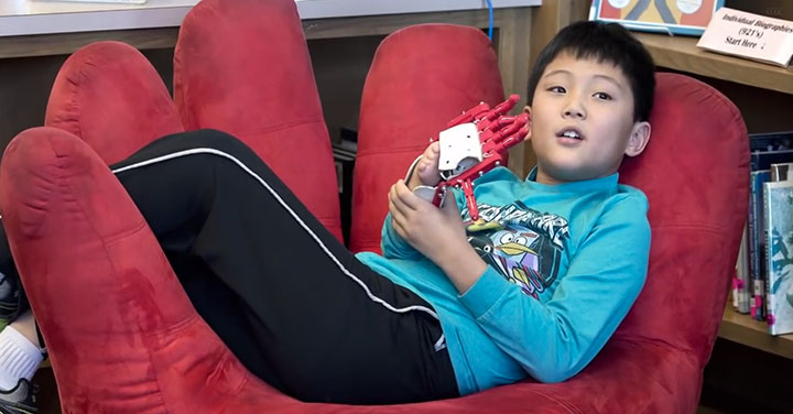 An American High School Student Makes A 3D printed Prosthetic Hand For A 9 years Old Boy-5