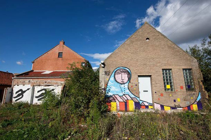 An Abandoned Flemish City Becomes A Giant Canvas Dedicated To Street Art (Photo Gallery)-11