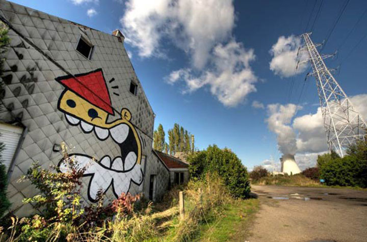 An Abandoned Flemish City Becomes A Giant Canvas Dedicated To Street Art (Photo Gallery)-2
