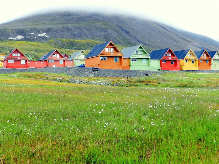 Longyearbyen - Norway-Atypical architecturaly exotic Cities-31