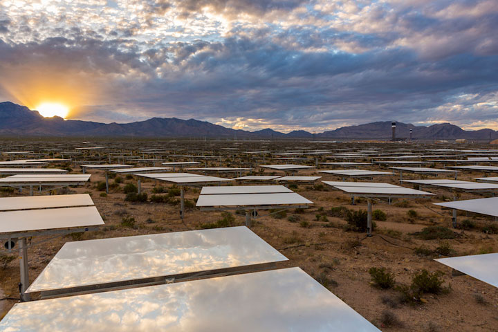 Ivanpah Solar Electric Generating System-World largest power plant can power 140000 homes-2