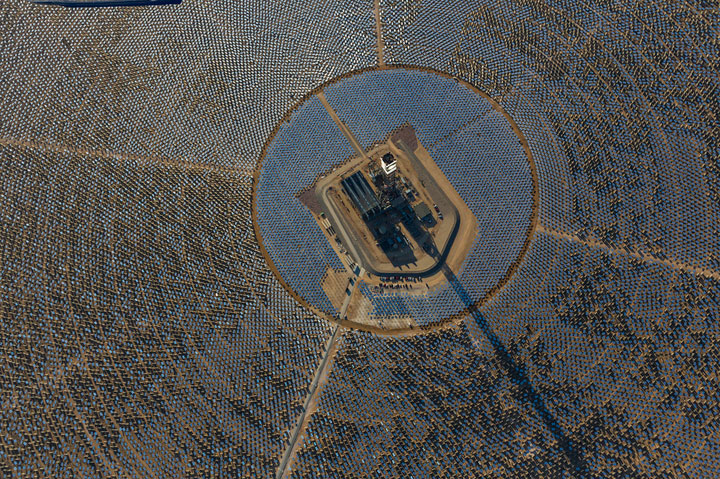 Ivanpah Solar Electric Generating System-World largest power plant can power 140000 homes-3