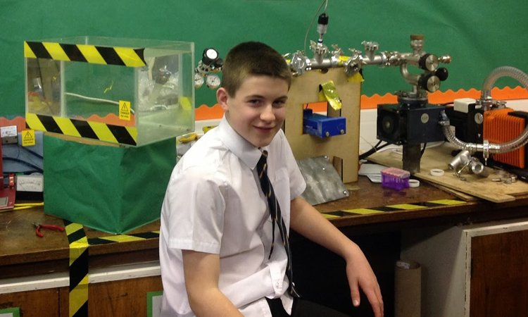 A 13 Year Old Successfully Creates A Nuclear Fusion Reactor (Video)-1