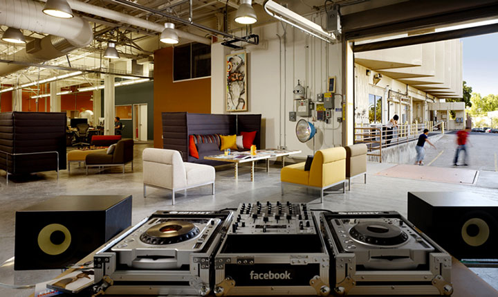 Facebook in Palo Alto-15 Cool Offices Where You Would Want To Work All Your LIfe -22