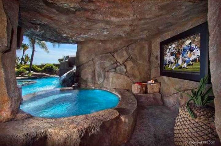 Geek Culture: Top 20 Examples Of Geek Living Rooms -18