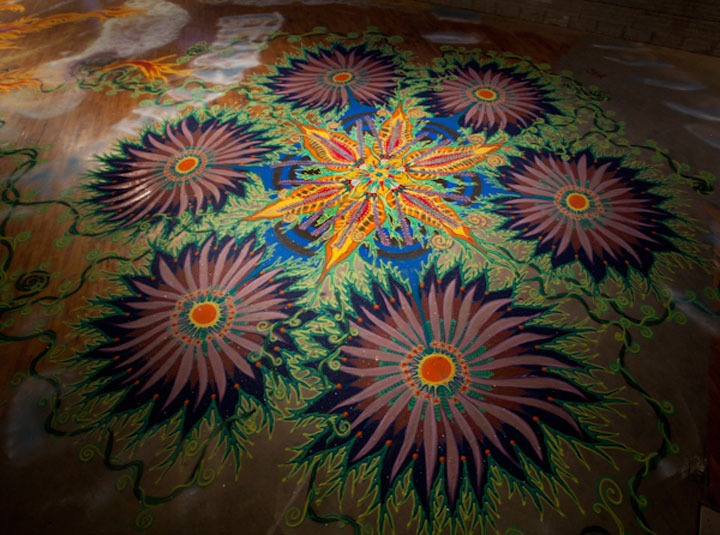 A Street Artist Makes A Series Of Mesmerizing Drawings Using Colored Sand-10