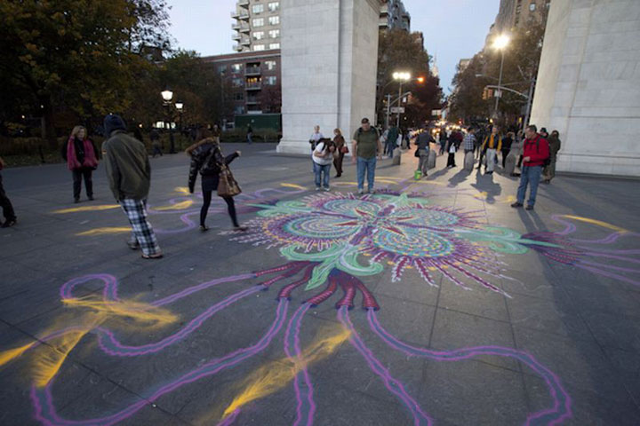 A Street Artist Makes A Series Of Mesmerizing Drawings Using Colored Sand-11
