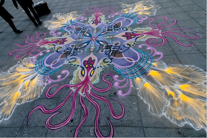 A Street Artist Makes A Series Of Mesmerizing Drawings Using Colored Sand-2