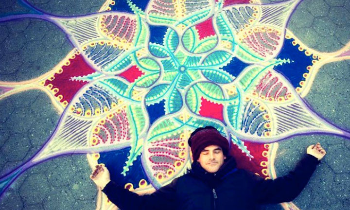 A Street Artist Makes A Series Of Mesmerizing Drawings Using Colored Sand-4