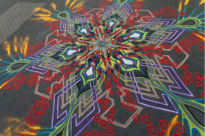 A Street Artist Makes A Series Of Mesmerizing Drawings Using Colored Sand-9