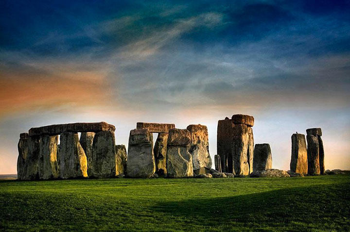 Stonehenge-The real surroundings Of Famous Tourist Destination Monumentsstcard-