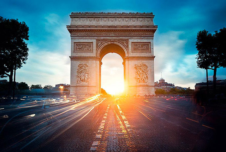 The Arc de Triomphe-The real surroundings Of Famous Tourist Destination Monumentsstcard-24