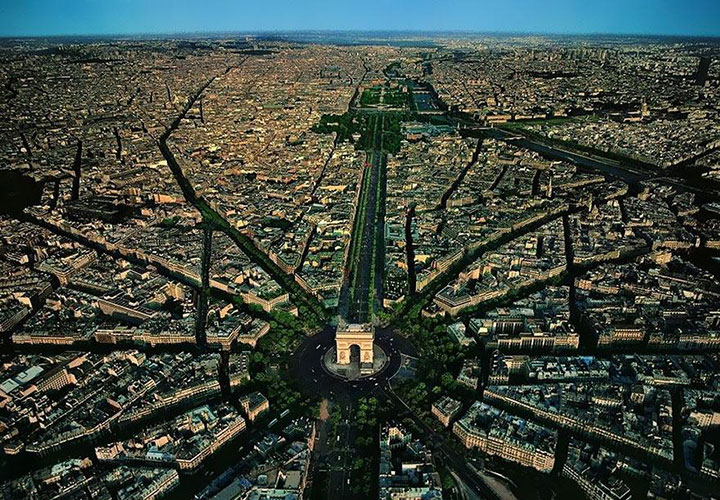 The Arc de Triomphe-The real surroundings Of Famous Tourist Destination Monumentsstcard-25