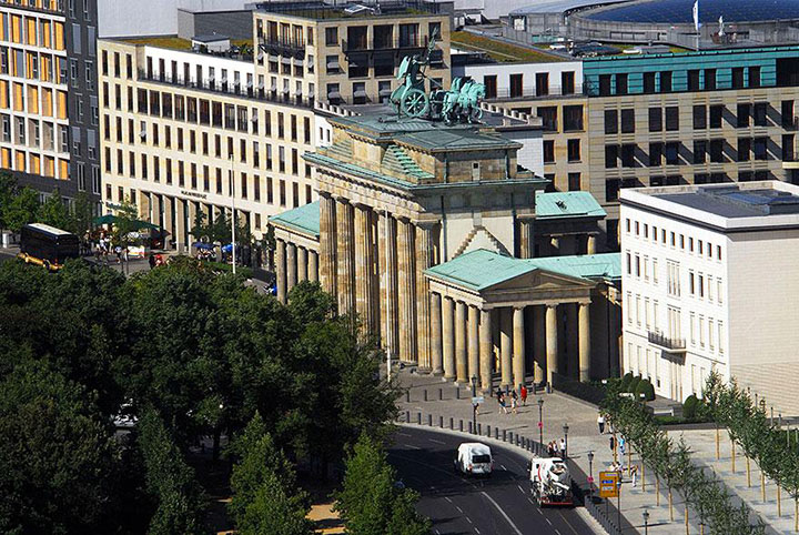 The Brandenburg Gate-The real surroundings Of Famous Tourist Destination Monumentsstcard-7