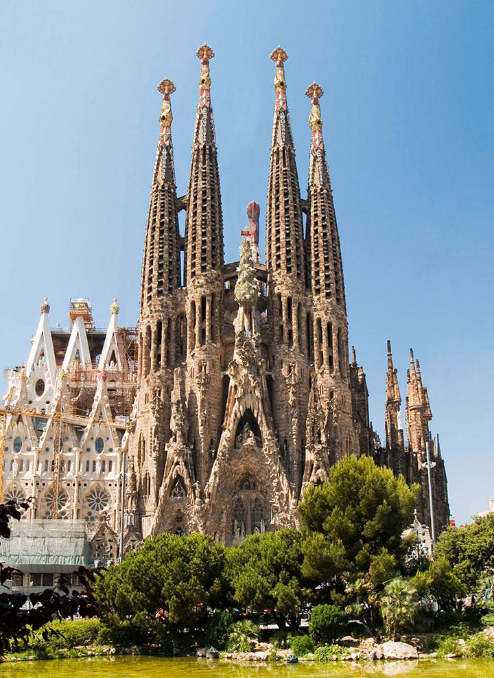 Sagrada Familia-The real surroundings Of Famous Tourist Destination Monumentsstcard-8