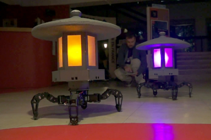 Toro-Bots Autonomously Change Their Position In Garden-1