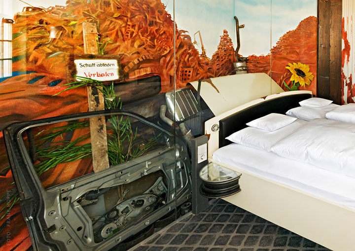V8 Hotel-A Hotel Dedicated To Automobiles Lets You Sleep In The Most Comfortable Cars (Photo Gallery)-12