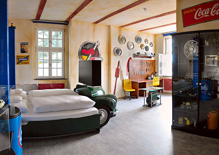 V8 Hotel-A Hotel Dedicated To Automobiles Lets You Sleep In The Most Comfortable Cars (Photo Gallery)-16