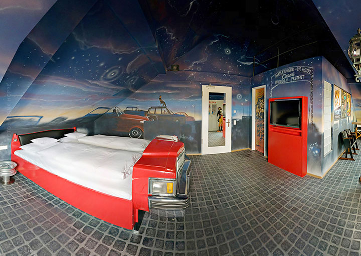 V8 Hotel-A Hotel Dedicated To Automobiles Lets You Sleep In The Most Comfortable Cars (Photo Gallery)-2