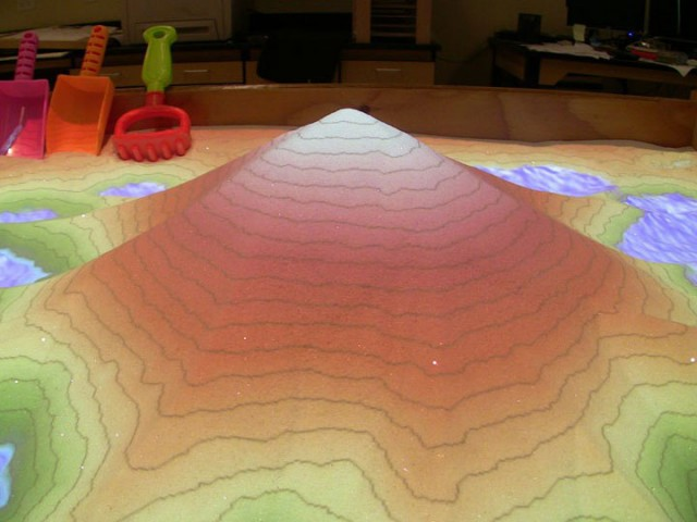 Augmented Reality Transforms A Sandbox Into Landscapes of Rivers And Volcanic Eruptions (Video)-2