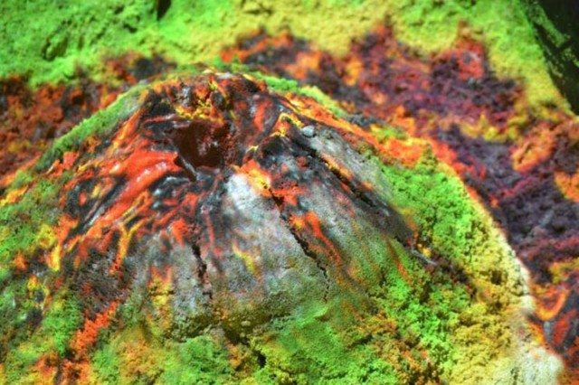 Augmented Reality Transforms A Sandbox Into Landscapes of Rivers And Volcanic Eruptions (Video)-3