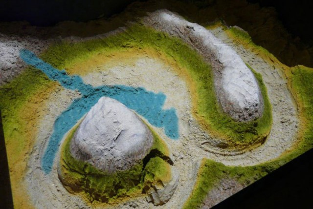 Augmented Reality Transforms A Sandbox Into Landscapes of Rivers And Volcanic Eruptions (Video)-4