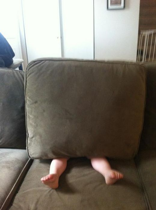 Top 20 Children Playing Hide and Seek Really Bad-1