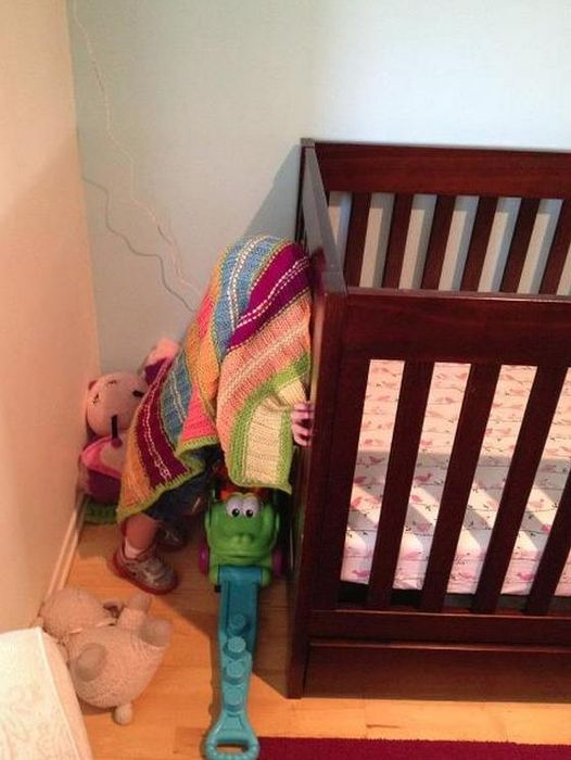 Top 20 Children Playing Hide and Seek Really Badly -7