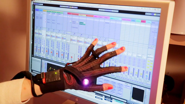 Revolutionary Connected Gloves To Compose Music By simple Hand Gestures-3