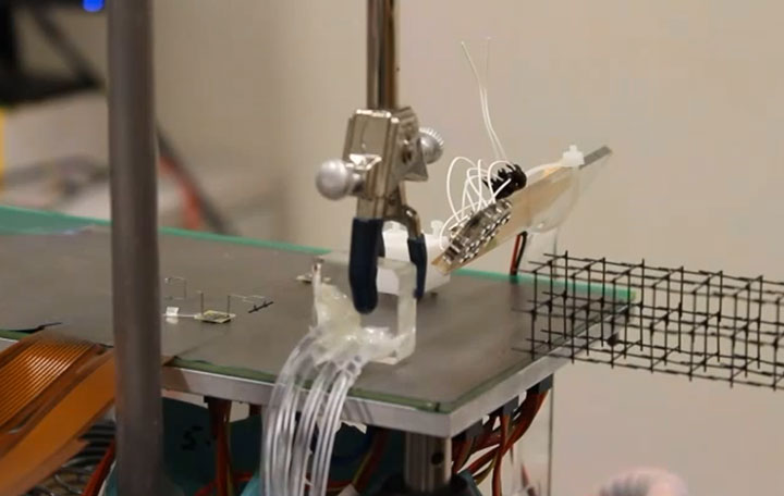 Mini Robots Controlled By Magnetic Field Will Revolutionize Manufacturing-2
