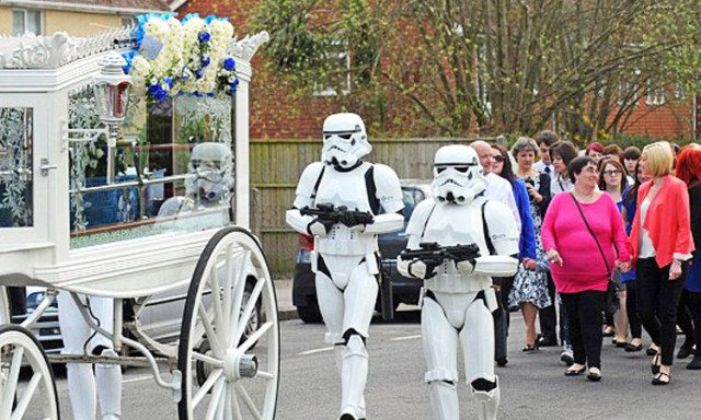 Parents Fulfill Last Desire Of Their 4 Year Old Son By Offering Him A superb Star Wars Funeral-
