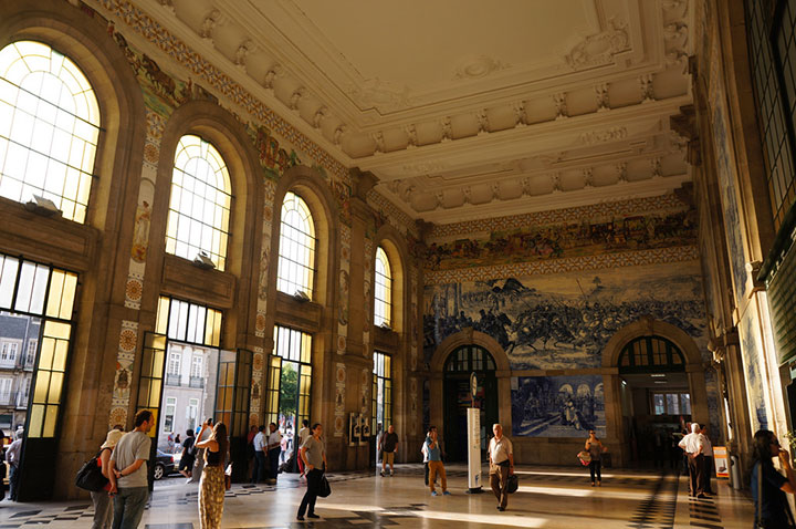Sao Bento, Portugal-World's Top 6 Most Majestic And Beautiful Train Stations-4