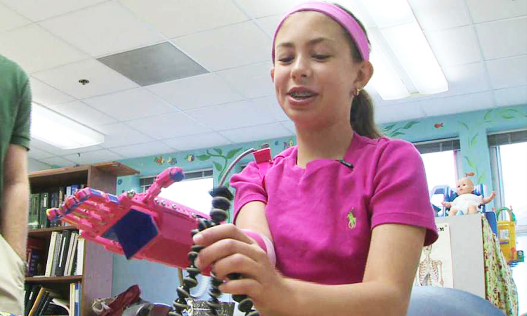 3 Students Have 3D Printed A Robotic Prosthetic Arm Just For $200-2