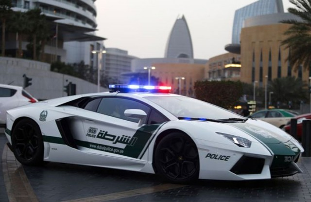 Dubai police is now equipped with Google Glass to traffic violators-1