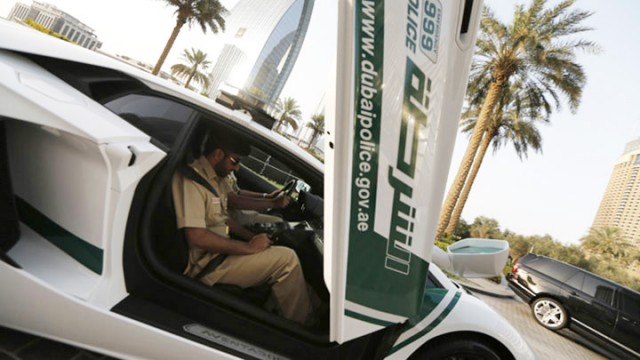 Dubai police is now equipped with Google Glass to traffic violators-4