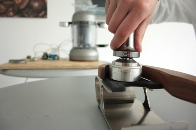 Electromagnetic coffee machine