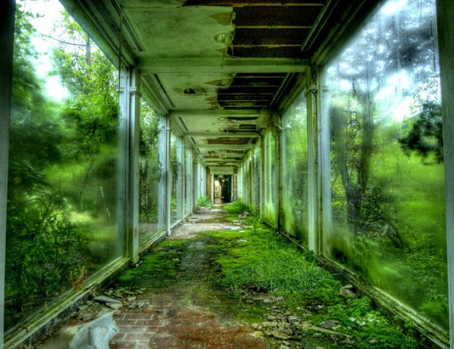 Empty Spaces: A Photographer Shares His Passion For Abandoned Places (Photo Gallery)-2