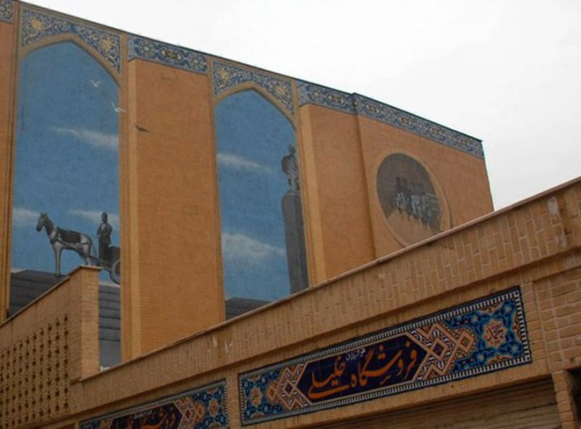 Mehdi Ghadyanloo An Urban Artist Turns Streets Of Tehran Into Art Gallery-10