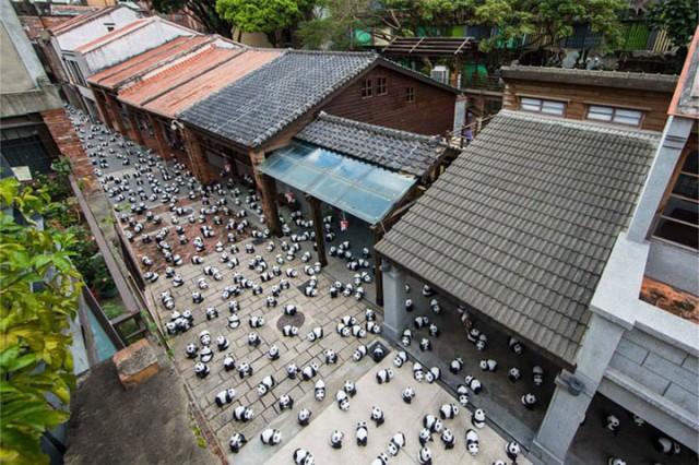 1600 Paper Mache Pandas Invade The City Of Hong Kong-10