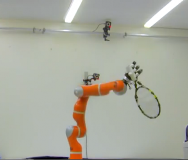 Tennis playing robot